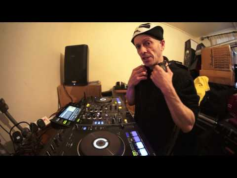 DJ MIXING LESSON ON KEEPING THE VIBE IN A MIX