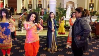 #Reshmakhan teaching dance move to Neha kakkar while shooting for ringofficial video song