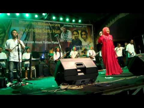 Evie Tamala - Tanda Merah / live Jombang