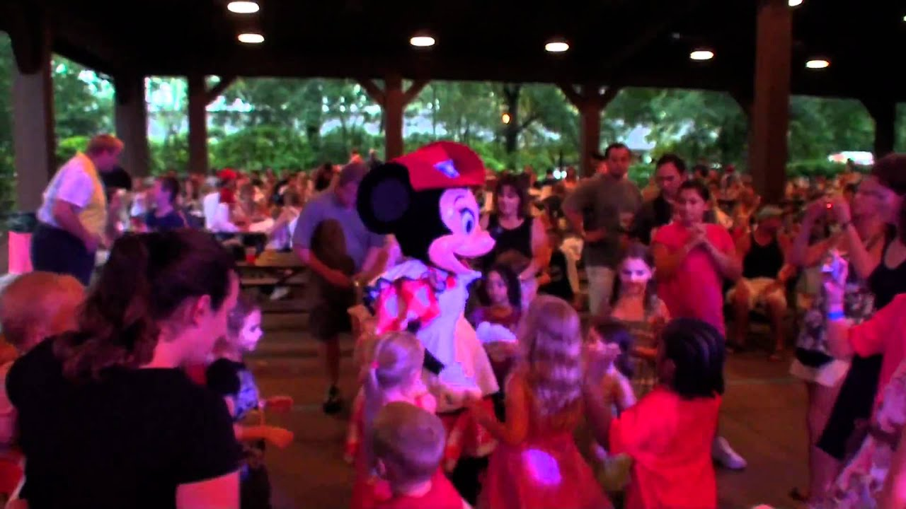minnie u0027s backyard bbq walt disney world ミッキーbbq youtube