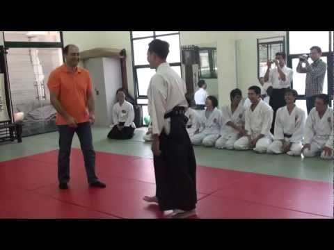 Full Version: Turkish Wrestler Vs Aikidoka