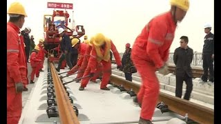 Workers lay high-speed rail in 40 minutes