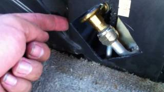 Replacing the Rear AC Expansion Valve on a 1996 Chevrolet Suburban Part 2 (comparison of valves)