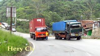 vuclip Truck kontainer ga kuat Nanjak,mundur lg kebawah,Tanjakan Wadon,Bandung Barat