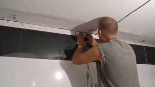 Легко подрезаем плитку к потолку(В этом видео показано как быстро,точно и качественно,сделать подрезку плитки к потолку,а так же этот метод..., 2013-09-11T19:33:02.000Z)