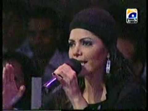 Hadiqa Kiani sings Sohnya Live!