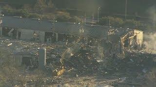 Gambar cover 2 dead in massive Houston, Texas explosion: raw video
