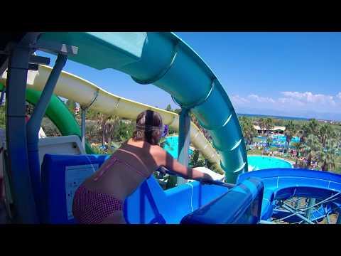 Toboggan bleu du parc aquatique Hydropolis Gelina Village Grèce Corfou thumbnail