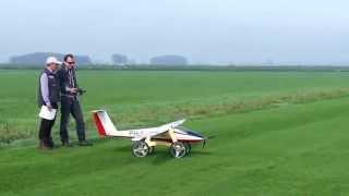 Pilatus B4 4.6 meter maiden vlucht