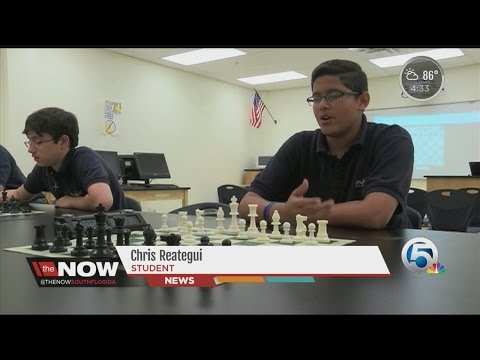 Students learning chess to improve critical thinking