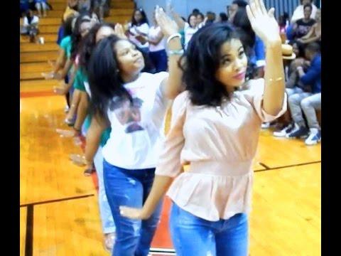 "CAU's ""Sweet"" Alpha Pi Chapter of Alpha Kappa Alpha - Strolling [Clark Atlanta University]"