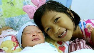 MAMA MELAHIRKAN || OMG! Adikku Lucu Teman-teman!! Bayi Lucu Baru Lahir Usia 1 Hari Bikin Gemes
