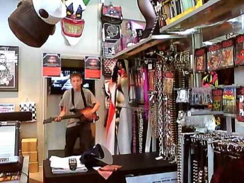daniel showar och lirar guitar hero metallica p shock i stockholm