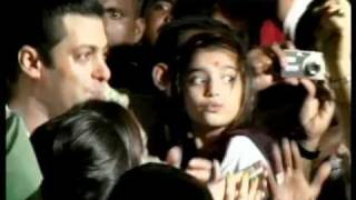 Salman Khan does the Dabangg dance at Ganpati Visarjan