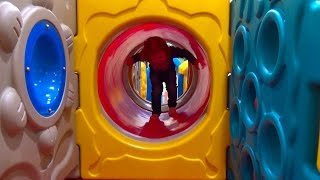 Детская площадка в магазине игрушек Мега Антошка