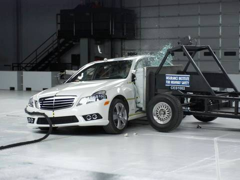 2010 Mercedes-Benz E-Class side IIHS crash test