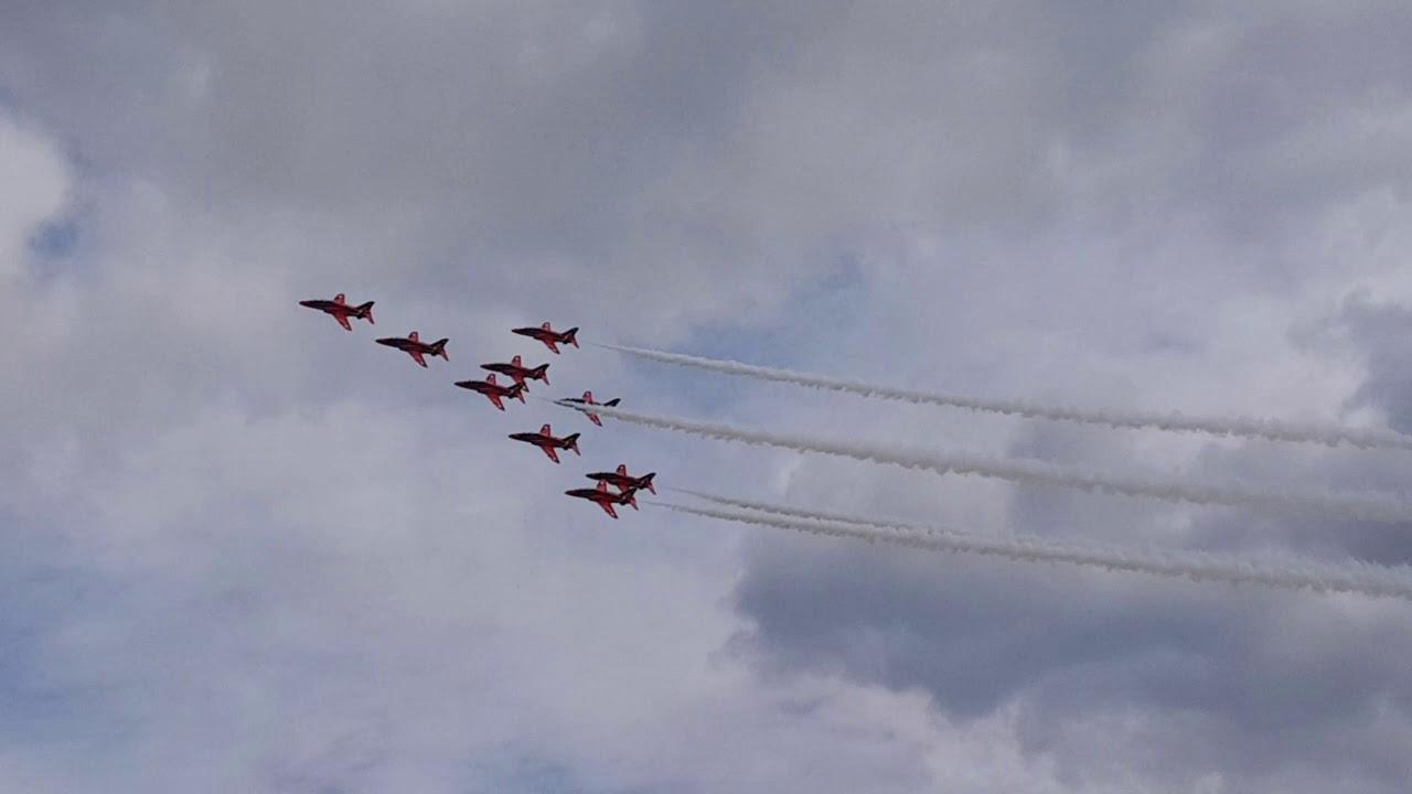 Biggin Hill Festival Of Flight >> Biggin Hill Festival Of Flight Airshow The Red Arrows Displaying Perfect Flights