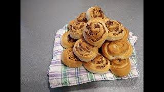 Рецепт Плюшки к завтраку с творогом и сухофруктами - домашние булочки-вертушки для всей семьи