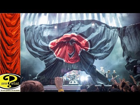 Kabuki Sniffer Drop Drape at FOO FIGHTERS Show Opening
