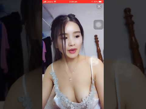 Hot Cute Chinese Girl No Bra Live Video Chat
