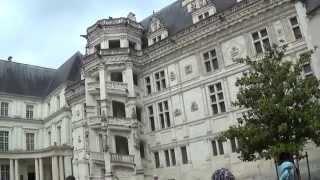 Жизнь во Франции. Королевский замок Блуа. Достопримечательностью Франции есть замки.(Жизнь во Франции. Достопримечательностью Франции есть дворцы и замки. Королевский замок Блуа. Это замок..., 2014-06-04T13:11:53.000Z)