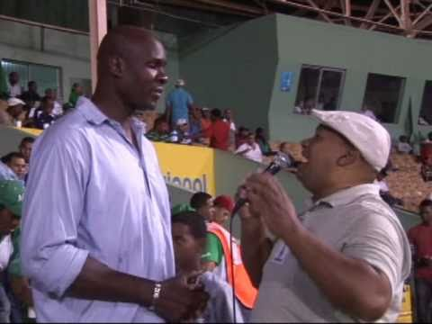 PRIMER JUGADOR DOMINICANO EN LA NBA.wmv
