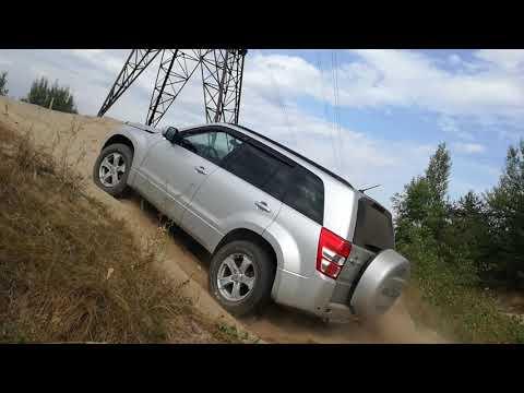 Suzuki Grand Vitara подъем в песчаную гору