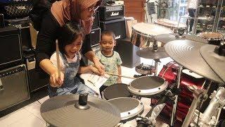 Serunya Yaya Belajar Drum Sewaktu Nganterin Wa Neng Benerin Gitar thumbnail