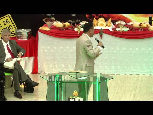 Pr. Junior de Conchal ministrando santa no culto de Ceia da AD de Artur Nogueira/SP