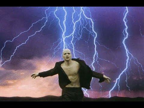 男孩小时候被雷电击中,从此IQ指数超过1000,变成了超人!
