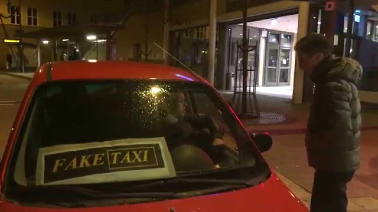 Zwei Arschleckerinnen im Fake Taxi ordentlich zerfickt