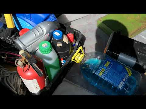 Замена газового амортизатора на крышке багажника в Мазда 626 GD