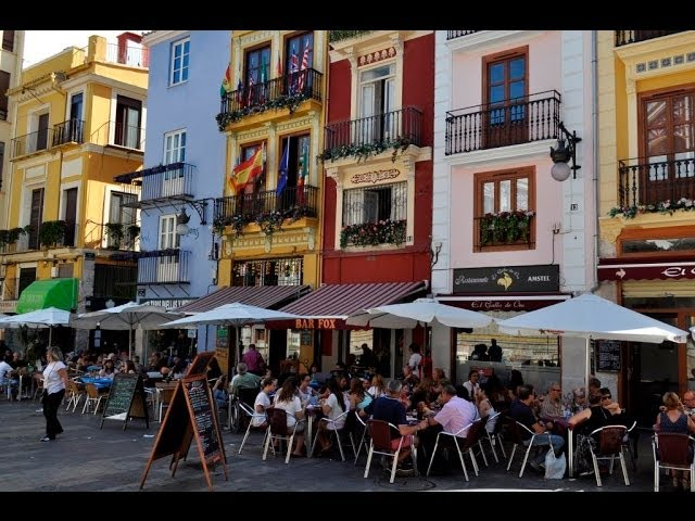 Life in 2 minutes: Old town of Valencia, Spain!