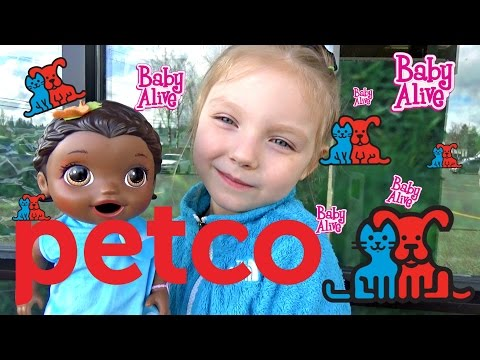BABY ALIVE gets a NEW PET!  EXPLORING to PETCO!  The Lilly and Mommy Show! The TOYTASTIC Sisters