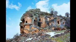 Define Peşinde - Lidya Kalesi - Mezar Odaları- Mesotimolos