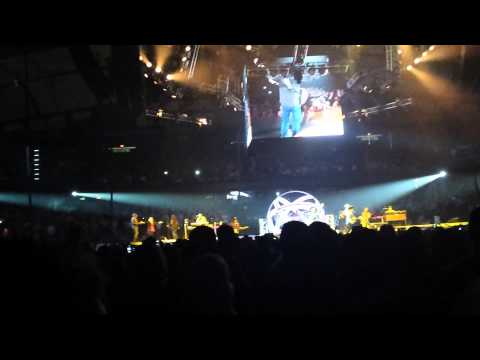 Garth Brooks with Trisha Yearwood World Tour Chicago 27 Standing Outside the Fire
