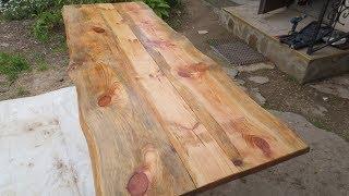 Rustikaler Tisch aus Altmaterial