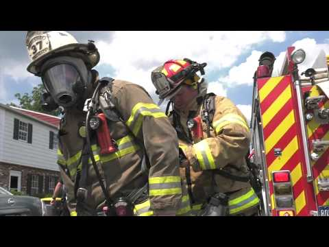 PRE-ARRIVAL: Firefighters arrive to a working basement fire, Whitehall, PA 08/10/17
