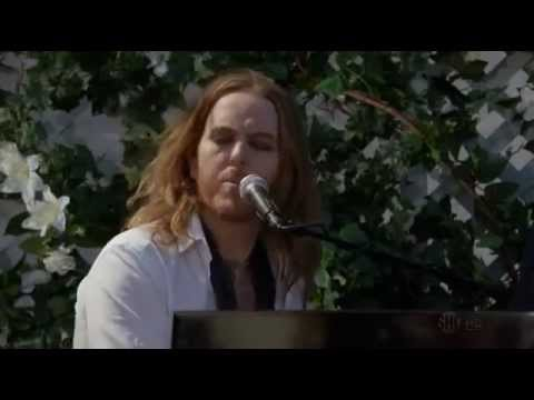 Atticus Fetch - Shine A Light On You. Californication season 6 episode 3 Dead Rockstars