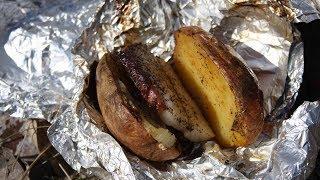Картофель в фольге с салом и чесноком для мангала