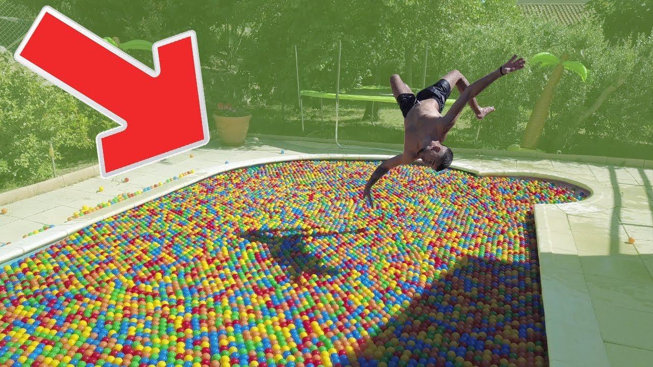 j 39 ai rempli ma piscine de de 12 000 balles en plastiques. Black Bedroom Furniture Sets. Home Design Ideas