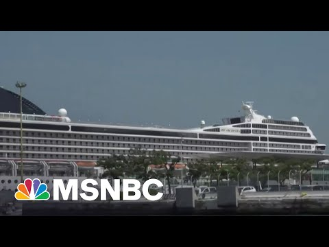 Anti-Cruise Ship Campaigners Protest Departing Ship