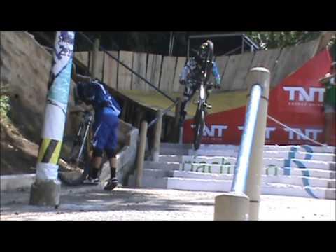 CAPOTE ANIMAL - Treino Livre - Descida Das Escadarias De Santos 2013