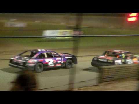 Hobby Stock Amain @ Marshalltown Speedway 05/05/17