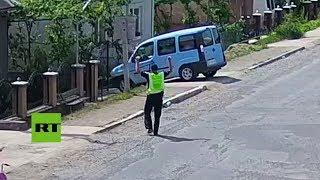 Video: AUTO se estaciona solo PERFECTAMENTE