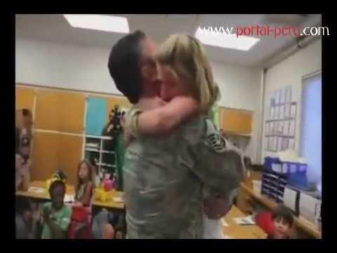 37b8d1f7dc Soldados regresan a casa de sorpresa - YouTube