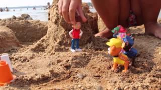 Машинки Лего и щенячий патруль. Играю в песке на берегу реки. Cars and Lego puppy patrol