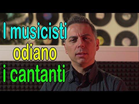 PERCHÉ I MUSICISTI ODIANO I CANTANTI???