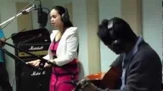 sir robert ortega guitarist and ms anna at kalai kaveri center