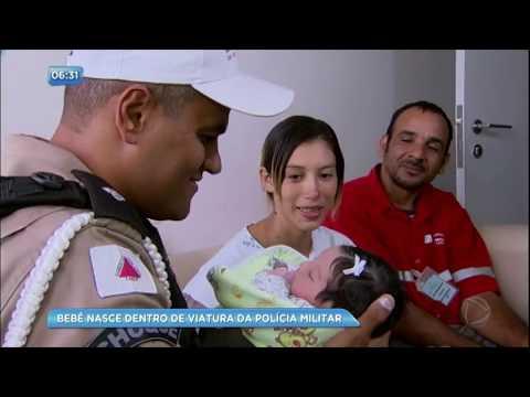 Mulher dá à luz em viatura da polícia